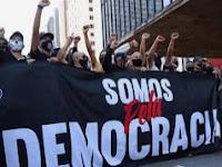 polit2Bpela2Bdemocracia